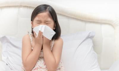 Phòng bệnh hô hấp và chăm sóc trẻ đúng cách lúc giao mùa