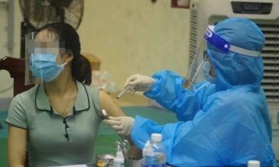 Nữ giáo viên tiêm 2 mũi vaccine cách nhau 10 phút trần tình: 'Do có việc gia đình, hồi hộp và sơ suất'