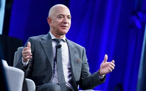 Jeff Bezos tán thành việc tăng thuế doanh nghiệp của tổng thống Biden