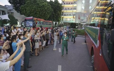 1.500 thầy trò Trường CĐ y tế Bạch Mai lên đường chi viện cho TP. Hồ Chí Minh