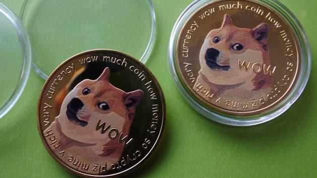 Trước khi mua Dogecoin, hãy cân nhắc 3 điều này (Ảnh: CNBC)