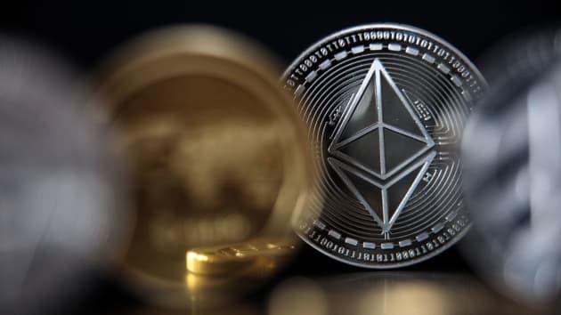 Ethereum là gì? Ether và Bitcoin khác nhau như thế nào?