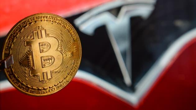 Elon Musk 'quay lưng' với Bitcoin, ngừng chấp nhận thanh toán khi mua xe Tesla (Ảnh: CNBC)