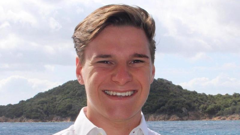 Thế chỗ người này trong chuyến bay ngày 20/7 là Oliver Daemen, 18 tuổi, vừa tốt nghiệp trung học phổ thông