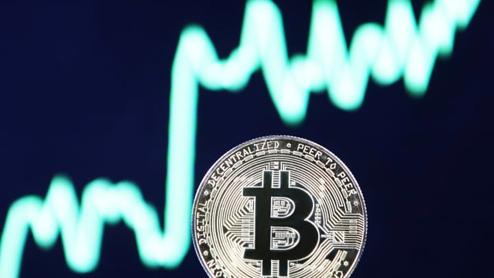 'Cá mập' âm thầm gom mua Bitcoin khi giá lên 50.000 USD