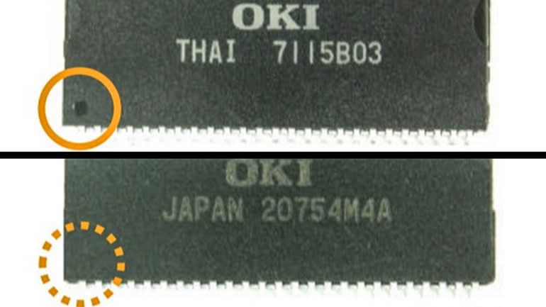 Trong bao bì chip thật (ở trên) có dấu tròn hoặc dấu chỉ số ở phía dưới bên trái, trong khi bao bì chip giả (bên dưới) không có (Ảnh: Nikkei Asia)
