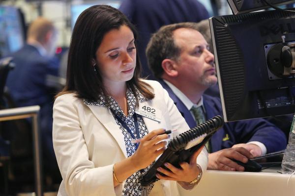 Cổ phiếu được khuyến nghị ngày 28/9: TPB, PC1, MBB, VIB
