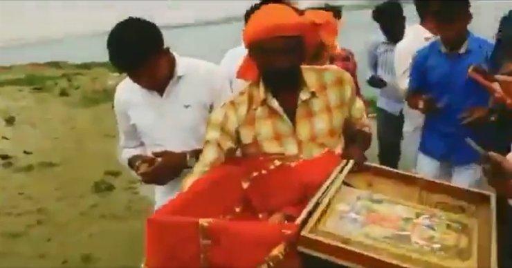 Video quay cảnh ông Chaudhary bế bé gái ra khỏi chiếc hộp gỗ nhanh chóng được lan truyền trên mạng xã hội