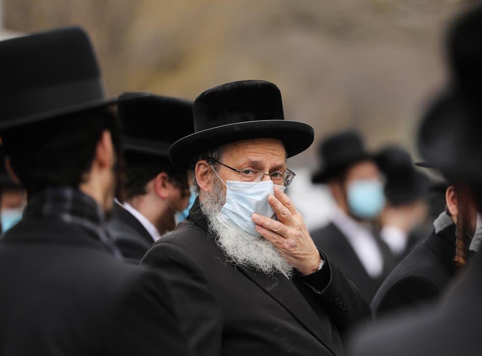 Câu chuyện chôn tiền của người Do Thái và quan niệm 'đồng tiền là con dao hai lưỡi'