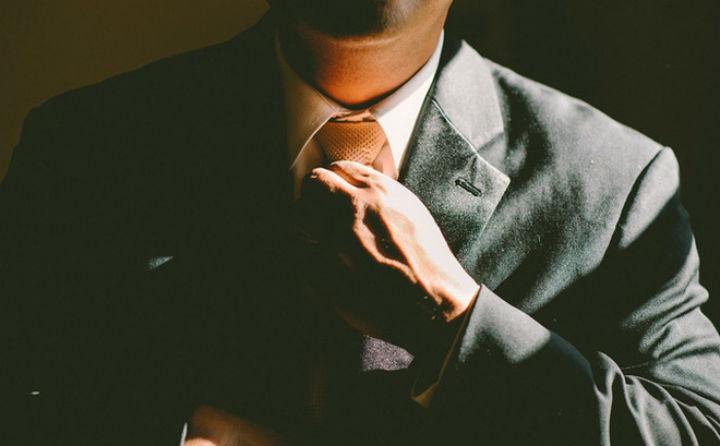 Đàn ông muốn làm nên nghiệp lớn, hưởng phúc cả đời xin hãy cởi bỏ 4 chiếc 'áo khoác' này