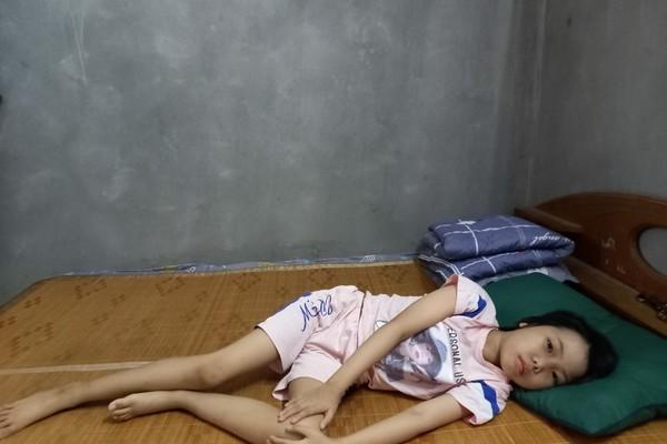 Khẩn cầu những vòng tay nhân ái cứu giúp bé gái bị ung thư không có tiền tái khám khi cả nhà phải đi cách ly