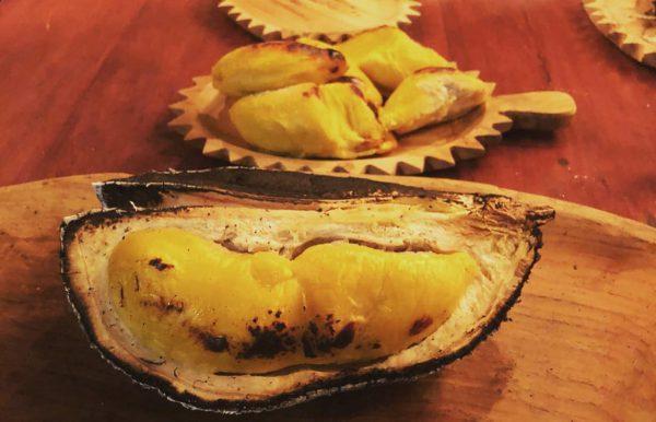 Sầu riêng nướng nguyên quả - Món ngon khó cưỡng từ đường phố Thái Lan đổ bộ về Việt Nam