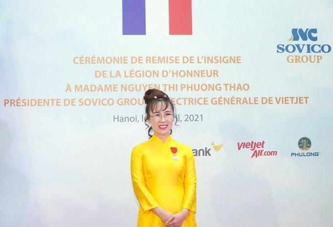 CEO Vietjet Nguyen Thi Phuong Thao duoc dai su quan phap trao huan chuuong bac dau boi tinh 1
