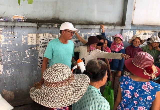 ga-giang-ho-hoan-luong-di-phat-com-tu-thien-cho-benh-nhan-ngheo-7