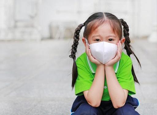 tiem-vaccine-covid-19-xong-co-can-deo-khau-trang-khong-6