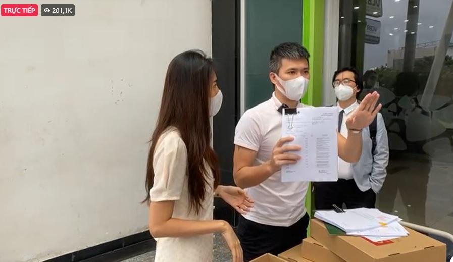 Livestream 11 phút của Thủy Tiên: Công Vinh tuyên bố khởi kiện 1 số người, luật sư đại diện nói gì?
