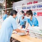 TP.HCM: Hoa hậu, Á hậu nấu tặng 15000 suất cơm cho người nghèo