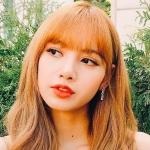 Lisa (BLACKPINK) - Từ thành viên ngoại quốc bị kỳ thị đến danh hiệu 'em gái quốc tế' vạn người mê