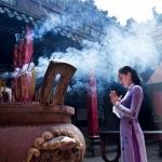 Cách khấn khi đi chùa chuẩn nhất giúp cầu được nhiều bình an và may mắn