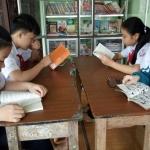 Tủ sách không tên của cô giáo dạy văn Hoàng Lan Quyên: 'Cuốn sách mở ra, bóng tối khép lại'