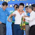 Cậu học trò bại não Nguyễn Đức Thuận ghi tên trong danh sách 15 đại diện Việt Nam dự thi Olympic Tin học châu Á 2021