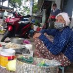 Cụ bà 80 tuổi cần mẫn bán rau lấy tiền làm từ thiện: 'Nhờ giúp người mà đêm ngủ ngon giấc'