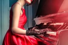 Nhờ chiếc đàn piano màu gụ đỏ, người bà tuyệt vời đã dạy cho cháu mình có một tình yêu cao cả