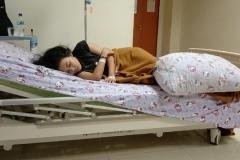 Thiếu nữ 17 tuổi bỗng trở thành 'người đẹp ngủ trong rừng' vì mỗi giấc ngủ kéo dài đến 13 ngày