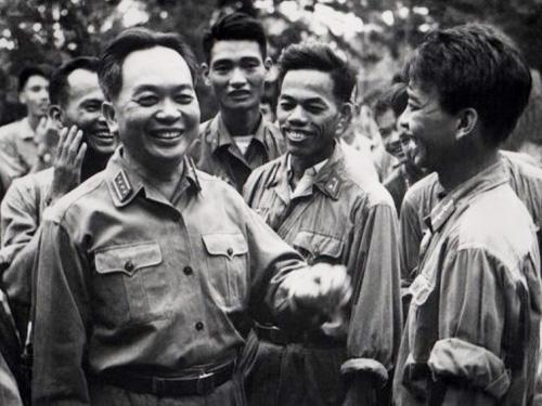 Chuyện chưa kể về lễ phong hàm cho Đại tướng Võ Nguyên Giáp ở chân đèo Re